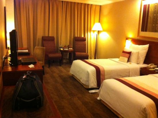 Windsor Plaza Hotel: The room