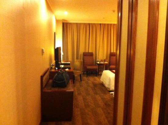 Windsor Plaza Hotel: room