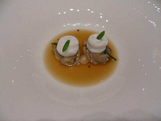 Onyx Restaurant: 1st course oysters