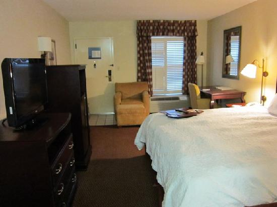 Red Roof Inn Tupelo: Upstairs Exterior Room 207