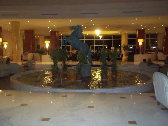 Hotel Palace Hammamet Marhaba : hotel lobby at night