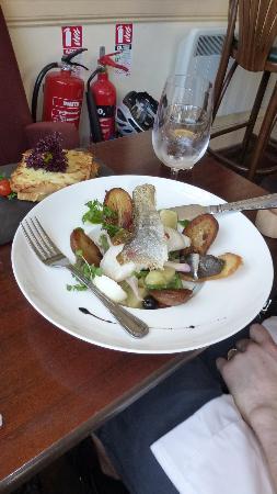 Le Petit Cafe: nicoise