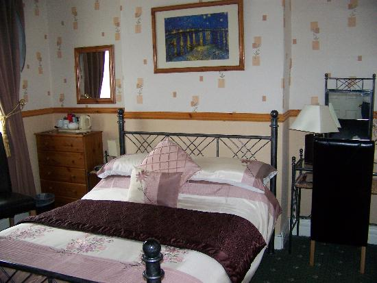 Monico Guest House: large double