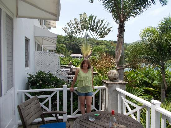Round Hill Hotel & Villas: Oceanfront with patio