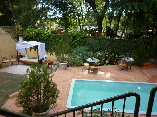 Marica B&B: Garden and pool