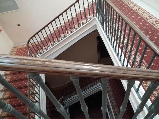 Grande Albergo Internazionale: Staircase - watch your step!