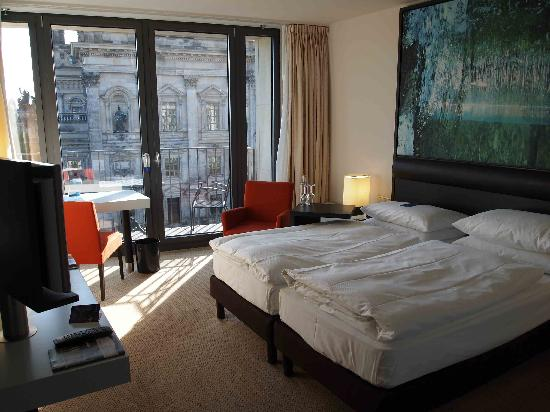 room picture of radisson blu hotel berlin berlin. Black Bedroom Furniture Sets. Home Design Ideas