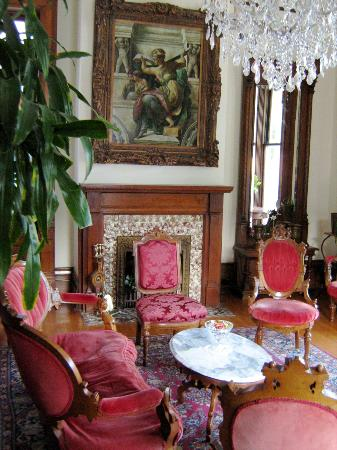 Grand Victorian Bed & Breakfast: Parlor (Different Angle)