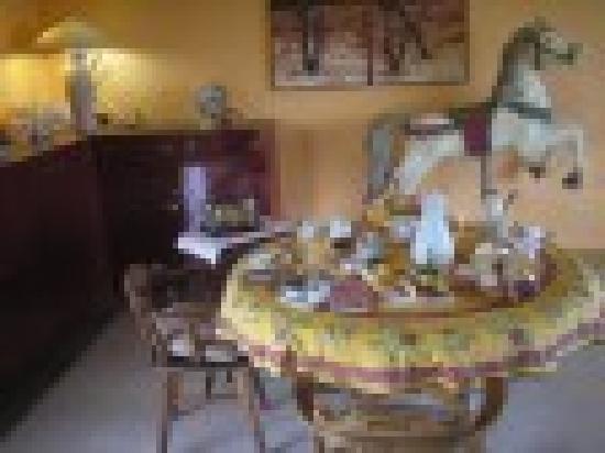 Cabinas Paris Confort: Petits déjeuners chez Guy et Micheel
