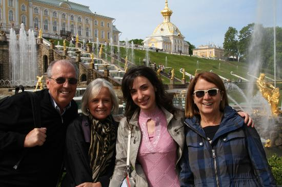 ULKOtours: Peterhof with Marianna (2nd from right)