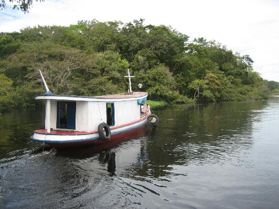 Lago Lodge: the school boat