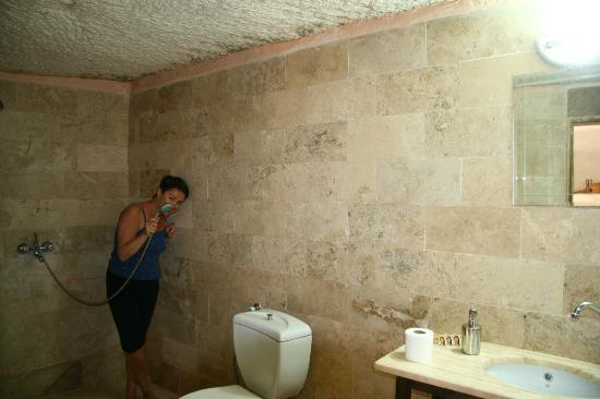 Panoramic Cave Hotel: Spacious bathroom (№8)
