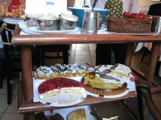 La Famiglia: Wonderful Dessert Cart