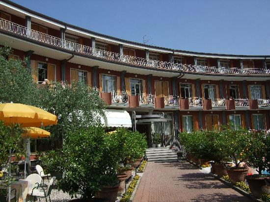 Hotel Continental: The front of the hotel
