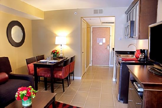 Peacock Suites: 1 Bedroom Queens/Doubles