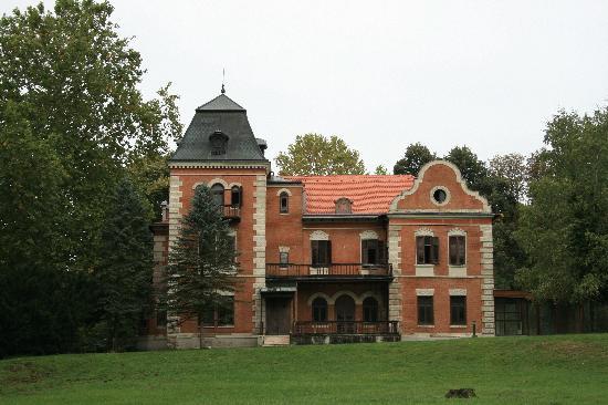 Apartments Vrata Baranje: Castle Tikveš