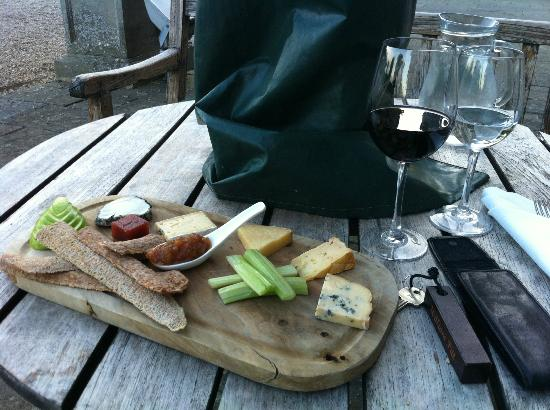 The Sorrel Restaurant: Cheese, hand made crackers and a nice cheeky Merlot!