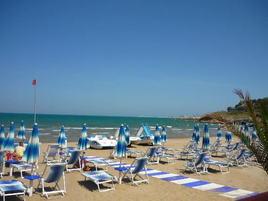 Defensola, Italien: the beach