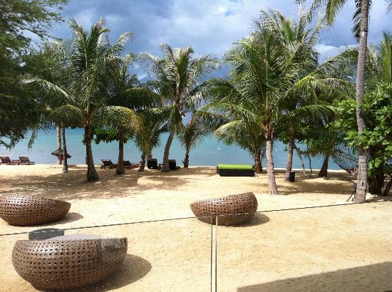 W Retreat Koh Samui: Blick von der Bar am Strand