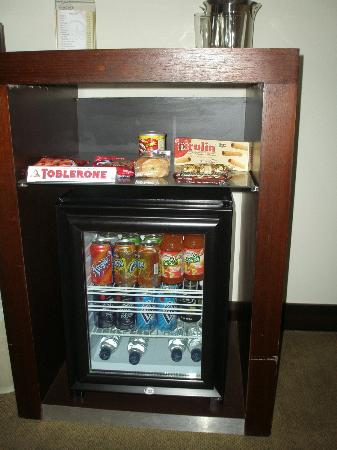 Bakhos Suites Hotel: Mini Bar