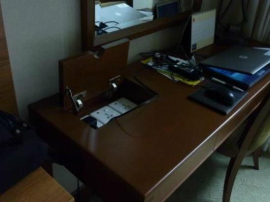 Treetops Executive Residences Singapore : Desk with electric sockets in master bedroom