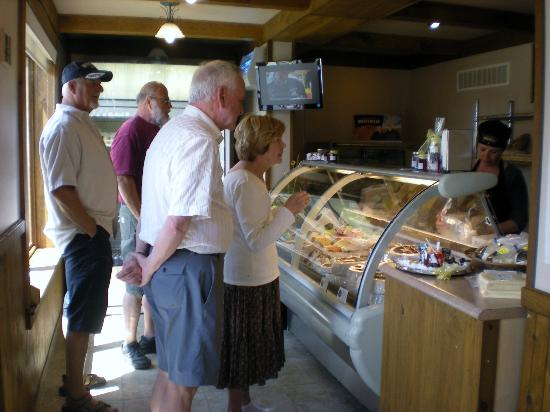 Fromagerie Montebello: It is popular for tourists who want fresh local cheese