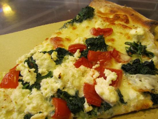 Antico Forno: Pizza de espinacas, ricota y cherrys