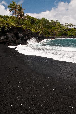 Wai'anapanapa State Park: Jet Black Sand Beach
