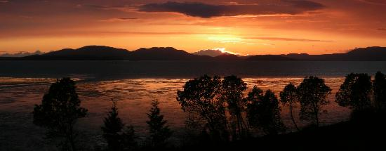 Chuckanut Manor Restaurant: I walked out on their balcony and took this panoramic picture.