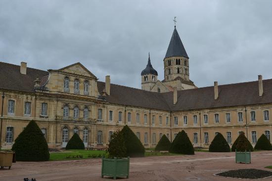 Hotel de Bourgogne : Cluny Abbey