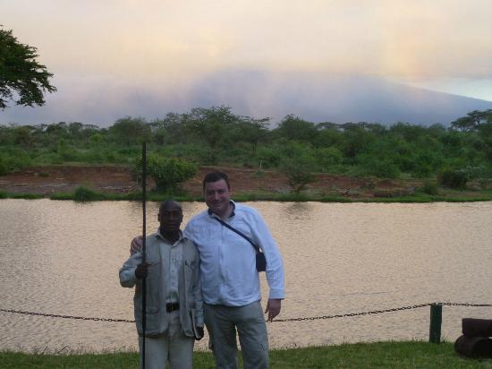 Voyager Ziwani, Tsavo West: hubby with Simon the ranger
