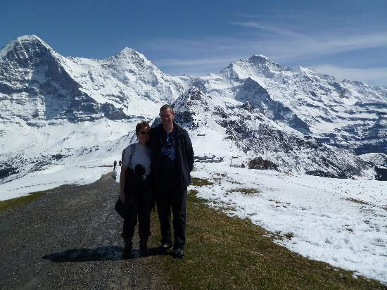 Grindelwald, Suiza: Both of us all on our own on top of Maennlichen