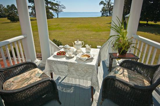Mulberry Hill: Veranda looking out on Albemarle Sound