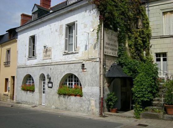 La Petite Auberge: Vue de la façade !