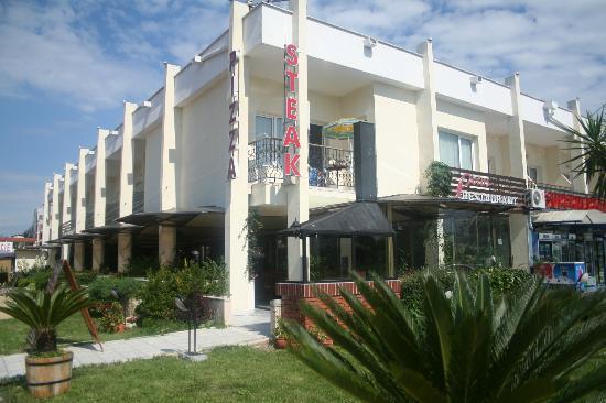 Lotos Hotel: hotel frontage