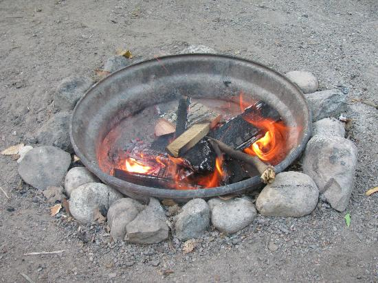 Maple Heights Campground: Camp fire