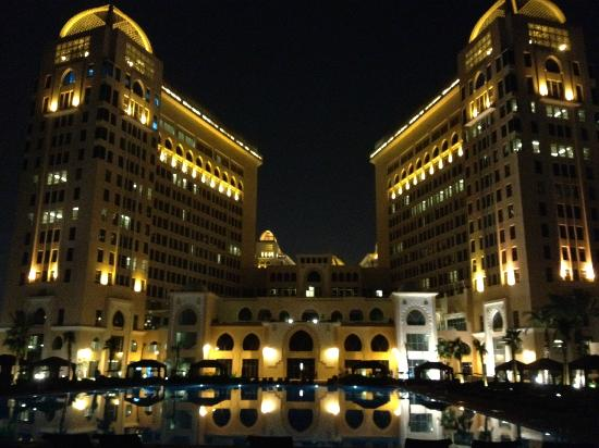 The St. Regis Doha: night view of the hotel +pool