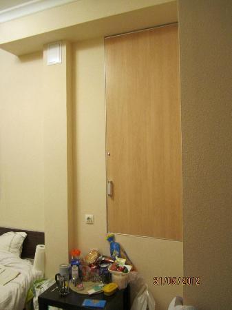 Mini Hotel na Rubinshteyna 5: Она совершенно не вписывается в общий вид комнаты