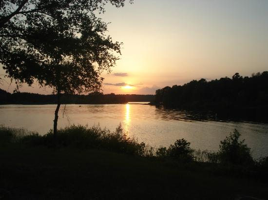 Bismarck, AR: View of sunset from campground