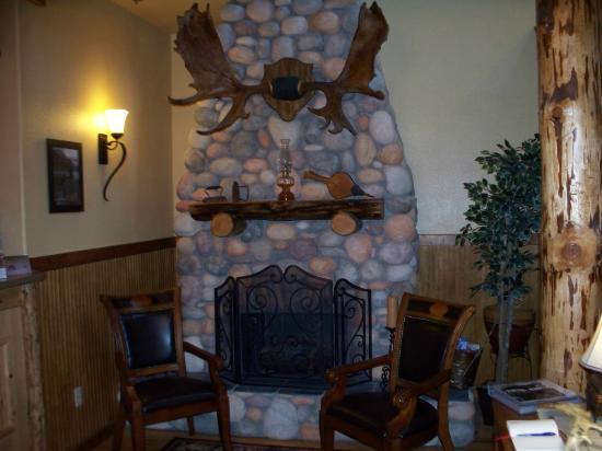 Salmon Bake Cabins : Lodge Lobby