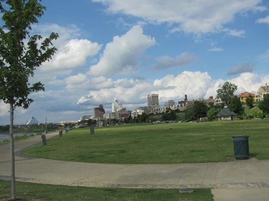 Tom Lee Park: View of Memphis skyline from park