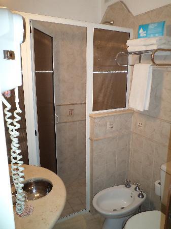 Ale'x Hotel: baño