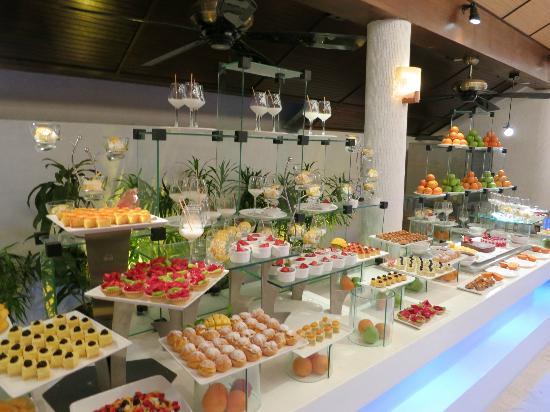Lily Beach Resort & Spa: Buffet