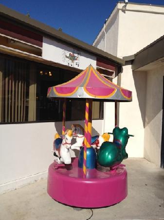 Carousel Cafe: outside