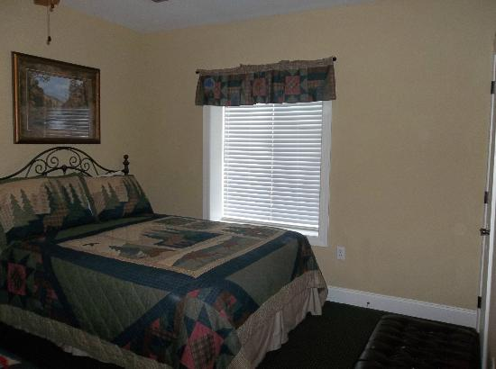 Summit Manor Condominiums: Bedroom with 2 beds