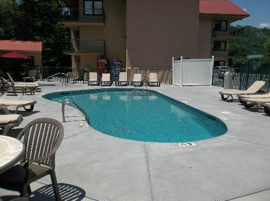 Summit Manor Condominiums: Pool Area