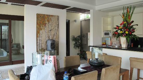Chandra Luxury Villas Bali: outdoor family area of villa
