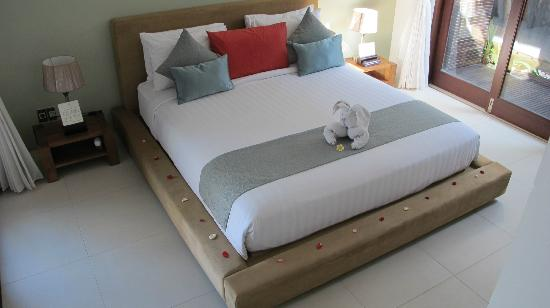 Chandra Luxury Villas Bali: king bed in each room