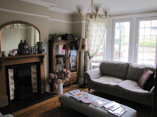 Browns Guest House : Front Sitting Room
