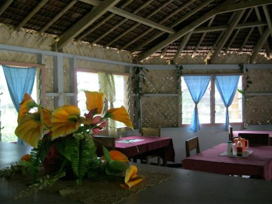 Tui Lodge: Separate kitchen and dining area